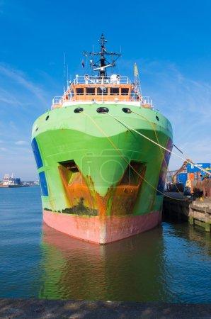 Photo pour Remorqueur de glacier Fairmount dans le port de Rotterdam. Ces navires sont puissants océan longue distance aller ancre manutention remorqueurs. Avec 205 tonnes de traction de la borne, ces remorqueurs sont conçus pour gérer les tâches les plus lourdes et les plus difficiles en toute sécurité . - image libre de droit