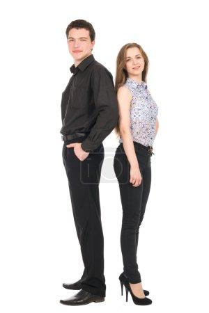 Photo pour Homme d'affaires et femme isolés sur fond blanc. Concept de travail d'équipe. Les jeunes en pleine longueur dos à dos - image libre de droit