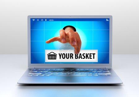 Photo pour Achats en ligne - main tenant un message - image libre de droit