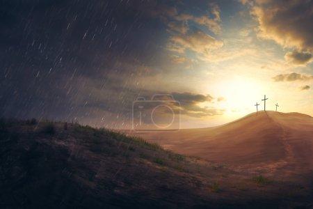 Photo pour Trois croix au loin dans le désert - image libre de droit