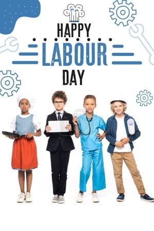 Photo pour Enfants multiculturels en costumes de différentes professions près de heureux lettrage de la journée du travail sur blanc - image libre de droit