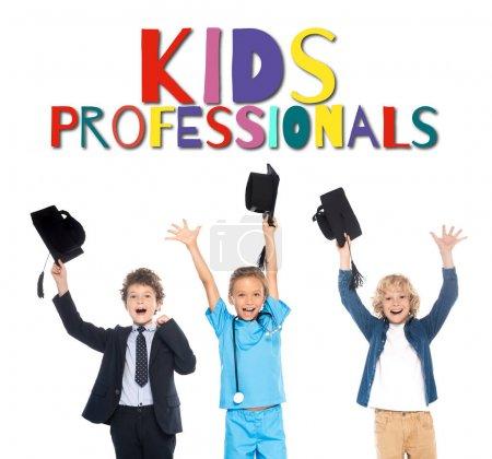 Photo pour Enfants excités habillés en costumes de différentes professions tenant casquettes de graduation noires au-dessus des têtes près des enfants professionnels lettrage sur blanc - image libre de droit