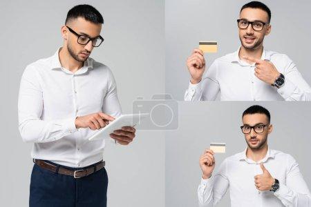 Photo pour Collage du gestionnaire hispanique à l'aide d'une tablette numérique, pointant vers la carte de crédit, et montrant pouce vers le haut isolé sur gris - image libre de droit
