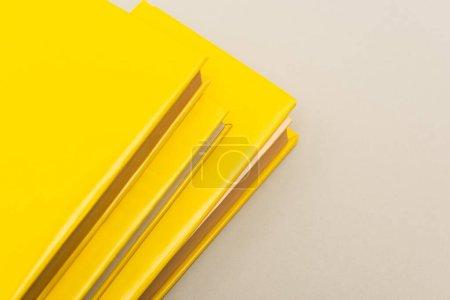 Photo pour Livres jaunes isolés sur gris avec espace de copie - image libre de droit