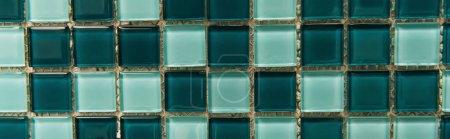 Photo pour Fond de carreaux de verre vert et bleu, vue de dessus, bannière - image libre de droit