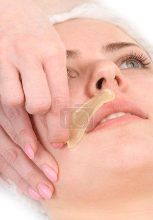 Photo pour Salon de beauté, épilation de moustache, soin et traitement de la peau du visage - image libre de droit