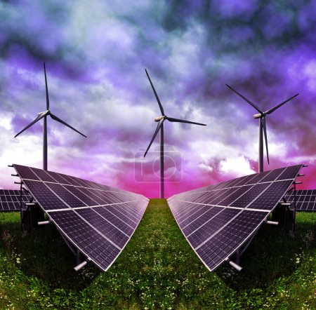 Foto de Paneles de energía solar con turbinas eólicas contra nubes de tormenta. Energía limpia . - Imagen libre de derechos