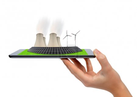 Foto de Tableta de mano con turbinas eólicas, panel solar y central nuclear. Concepto de energía verde . - Imagen libre de derechos