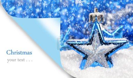 Foto de Feliz tarjeta de Navidad con decoración de Navidad azul - Imagen libre de derechos