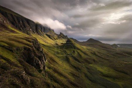 Photo pour Vue Quiraing, des highlands écossais, un matin nuageux - image libre de droit