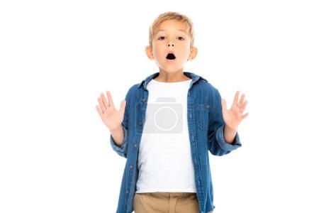 Photo pour Garçon excité gestuelle tout en regardant la caméra isolée sur blanc - image libre de droit