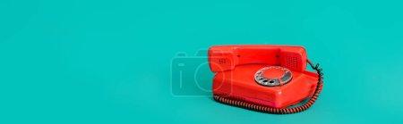 Photo pour Téléphone fixe rétro sur fond turquoise avec espace de copie, bannière - image libre de droit