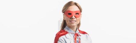 Photo pour Infirmière heureuse en masque de super-héros et manteau souriant isolé sur blanc, bannière - image libre de droit