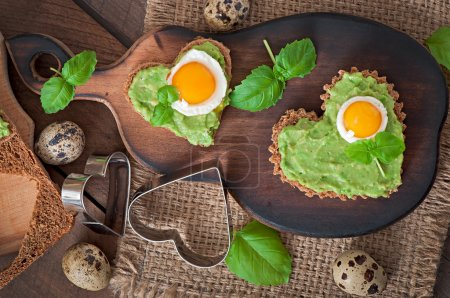Sandwiches with avocado paste and egg