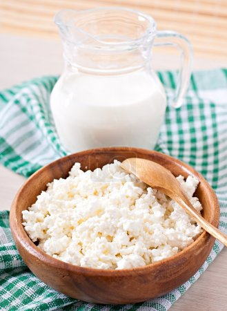 Cottage cheese with milk