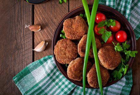 Meat cutlets with vegetables