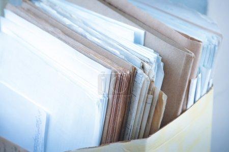 Photo pour Dossier avec gros plan de documents papier - image libre de droit