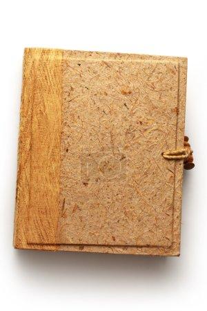Foto de Álbum de fotos en blanco con cubierta de madera en blanco - Imagen libre de derechos