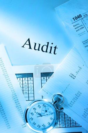 Photo pour Budget annuel, calendrier, chronomètre et audit - image libre de droit