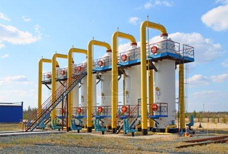 Photo pour Équipements pour le traitement et le transport du gaz - image libre de droit