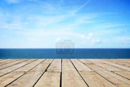 Photo pour Chemin en bois sur la plage - image libre de droit