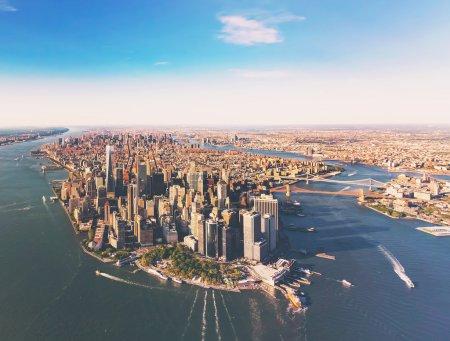 Photo pour Vue aérienne de lower Manhattan New York City et la rivière Hudson - image libre de droit