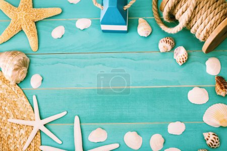 Sea shells and straw hat