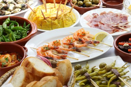 Photo pour Bar à tapas espagnol variété alimentaire - image libre de droit