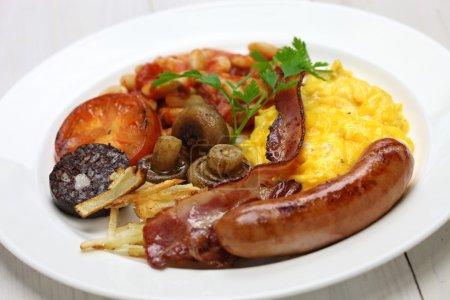 Photo pour Petit déjeuner anglais complet sur fond blanc - image libre de droit