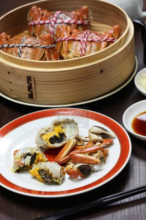 Photo pour Crabes poilus de Shanghai, cuisine chinoise, délicatesse d'automne hiver - image libre de droit