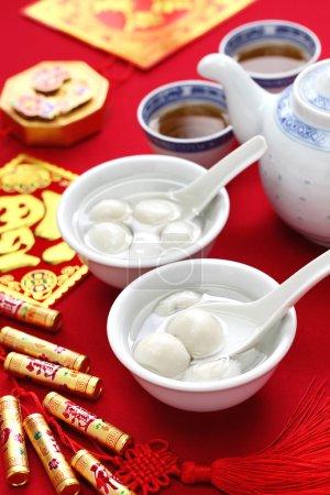 Photo pour Tang yuan, yuan xian, boule de riz sucrée, nourriture chinoise du Nouvel An à base de farine de riz glauque - image libre de droit