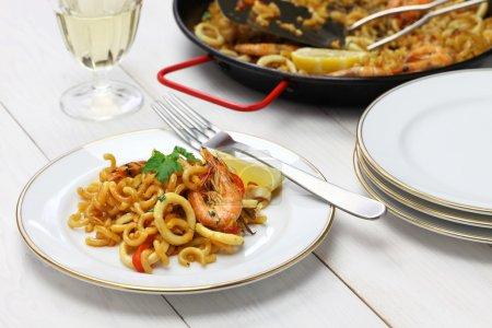 Fideua de marisco, seafood pasta paella