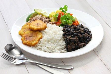 Photo pour Cuisine cubaine, arroz con frijoles negros - image libre de droit