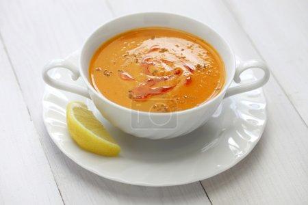 Photo pour Soupe de lentilles rouges, mercimek corbasi, cuisine turque - image libre de droit