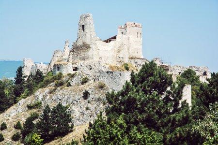 Photo pour Château de Cachtice, Slovaquie. Le château était une résidence et plus tard la prison de la comtesse Elizabeth Bathory, qui aurait été la meurtrière en série la plus prolifique au monde . - image libre de droit