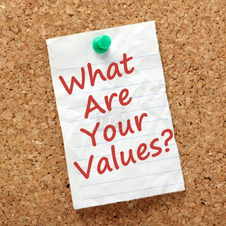 Photo pour The question What Are Your Values? written on a piece of lined paper and pinned to a cork notice board. - image libre de droit
