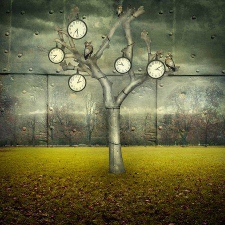 Photo pour Illustration surréaliste de nombreuses horloges et petits hiboux mécaniques sur un arbre et dispersés dans un paysage mécanique - image libre de droit