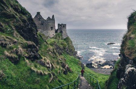 Photo pour Château médiéval sur la côte de la mer, Irlande - image libre de droit