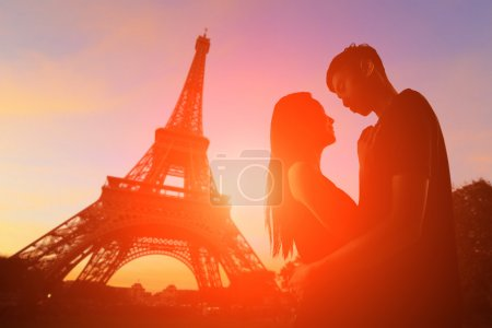 Romantic lovers in Paris