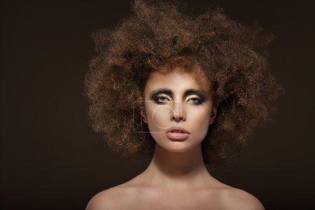 Foto de Labrar. Modelo de moda con pelo de Permed - Imagen libre de derechos