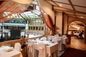 Evropské restaurace v jasných barvách