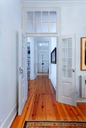 Photo pour Elégant couloir intérieur de maison vintage - image libre de droit