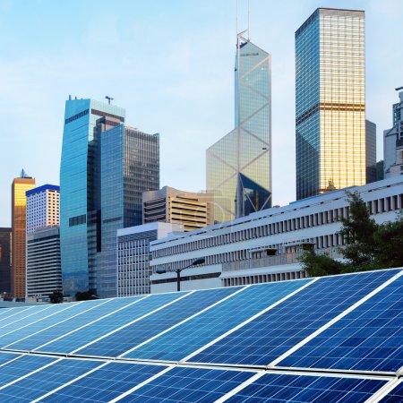 Foto de Arquitectura moderna y paneles solares de Hong kong - Imagen libre de derechos