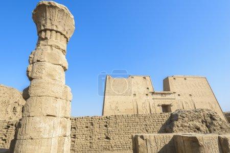 Photo pour Le Temple d'Horus (Temple d'Edfou), Égypte - image libre de droit