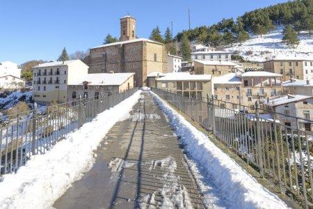 Ville d'Ortigosa de Cameros dans une journée enneigée, La Rioja, Espagne