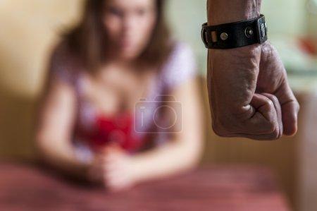 Hombre golpear a su esposa