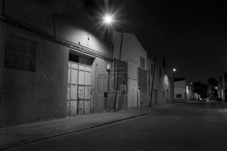 Photo pour Zone industrielle de nuit - image libre de droit