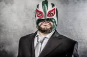 Üzletember dühös mexikói birkózó maszk