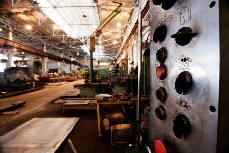 Photo pour Usine industrielle sur fond, concept de l'industrie - image libre de droit