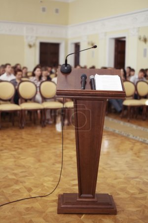 Photo pour Tribune in speeches room with microphone - image libre de droit